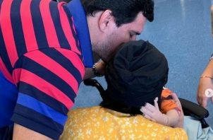 Familia sobrevivientes de la tragedia de Costamare se reencuentran. Foto/Redes Sociales