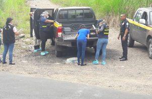 Funcionarios de criminalística en el área para recabar información. Foto/Diómedes Sánchez
