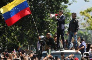 Juan Guaidó y Leopoldo López lanzan ofensiva militar contra Nicolás Maduro. Foto/EFE