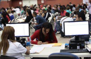 El Servicio Nacional de Migración del actual gobierno señaló que se regularizaron a unos 375 mil extranjeros.