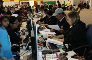 La directora del Servicio Nacional de Migración (SNM), Samira Gozaine confirmó un exceso de mano de obra barata en Panamá.  Foto/Archivos