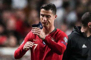 Cristiano Ronaldo no terminó el partido ante Serbia. Foto EFE