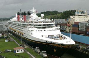 Más de 200 cruceros pasan al año por el Canal de Panamá. Foto/Archivo