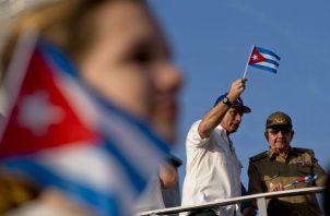 La llegada de los médicos se da tras acuerdo  con  el entonces presidente cubano, Raúl Castro (der). Foto: Archivo/Ilustrativa.