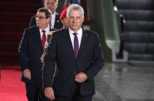 El ministro del Transporte, Eduardo Rodríguez, se refirió a las insuficiencias que persisten en el sector y, entre ellas, mencionó la atención a los viajeros y la impuntualidad en los vuelos de la compañía aérea cubana.