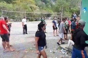 Según lo programado los ilegales salen en grupos de pequeños por Paso Canoas a territorio costarricense con el objetivo de continuar su viaje a Estados Unidos.