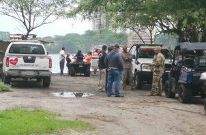 El cuerpo del joven fue trasladado a las instalaciones de la Morgue Judicial de Panamá Oeste. Foto/Eric Montenegro