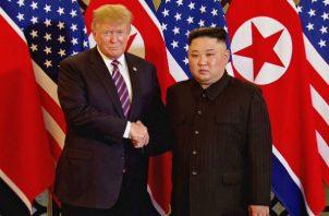 Al apretón de manos le siguió un breve intercambio entre ambos de unos veinte minutos en el que Trump destacó que Corea del Norte.