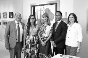 El profesor Gregorio Urriola Candanedo, de la Fundación Universitaria Iberoamericana (Funiber) y Yill Otero, del Ministerio de Relaciones Exteriores, anfitriones del evento. Foto: Cortesía del autor.