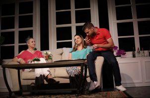 """Mónica Miguel, Yilka Arosemena y Pablo Brunstein, en una escena de """"Mentiras verdaderas"""". Foto: Aurelio Herrera Suira."""
