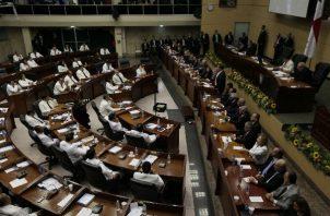 El presidente Juan Carlos Varela ha hecho denuncias publicas de supuesta intromisión del narcotráfico en la política, pero sin presentar las pruebas ante las autoridades.