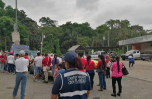 La protesta de las familias se realizó a orillas de la vía Interamericana en el sector de Loma Cová. Foto/Eric Montenegro