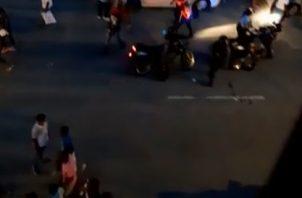 La policía Nacional suspendió el desfile de aniversario de la Súper Banda por medidas de seguridad y por haberse pasado del horario que tenían para la actividad.