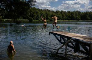 Tramos de costas alemanas están designados como playas nudistas, y hay un sendero de excursionismo nudista. Foto/ Lena Mucha para The New York Times.