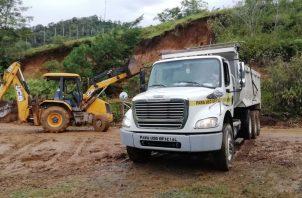 Las labores de extracción  incluyeron limpieza de tierra, lodo, rocas, empalizadas, entre otros. Foto: José Vásquez.