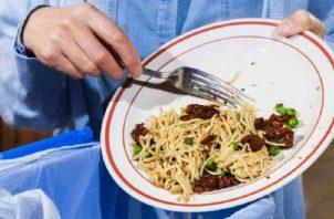 Desperdicio de comida. Millones de personas deben decir: 'Mea culpa'.  Archivo.