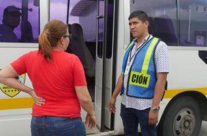 Los 26 extranjeros detenidos por laborar sin permiso y mantener estadía vencida.