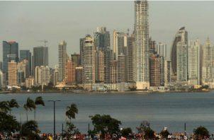 La economista Maribel Gordón aseguró que se están comprometiendo  los ingresos futuros del país. EFE
