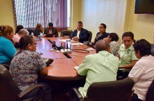 El director ejecutivo nacional de los Servicios y Prestaciones en Salud de la CSS, Eric Perdomo, se reunió con los afectados por el dietilenglicol.