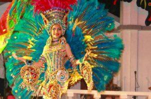 Princesa Juvenil, Laura Fabián: Garbo, belleza, arte  y colorido. Se lució durante la gala anual 'Ajé, Ajá Mi Bella Panamá', de  Proyecciones Ritmos y Tradiciones   Cortesía.