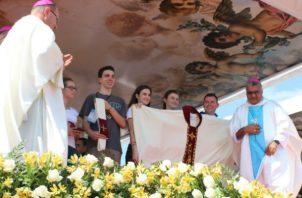 Obispo de la Diócesis de Chitré, Rafael Valdivieso presentar al Ministerio de Educación las ternas. Foto/Archivos