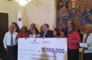 Con este primer pago del Gobierno se verán beneficiados 24 mil docentes a nivel nacional.