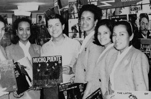 Dora, LydiaG., Lydia M. y Marcela con Tipo Puente. Foto: Cortesía.