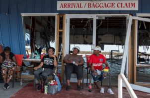 Tuvieron más suerte unas mil persona personas que lograron llegar este sábado al puerto de Palm Beach, en Florida (EE.UU.), en un barco crucero de la compañía Bahamas Paradise Cruise Line que salió de Bahamas en la víspera.