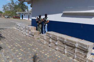 La droga fue encontrada en una residencia y se presume que hay extranjeros implicados en el hecho. Foto/Melquiades Vásquez
