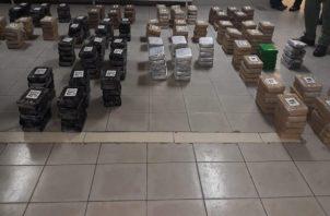Los estupefacientes estaban dentro de 13 sacos, ubicados en la proa de la nave, que al sacarlos estaban identificados como el CAPO, LG, 1A, entre otras siglas.