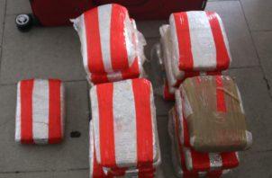 Un total de 21 paquetes con sustancias ilícitas fueron decomisados dentro de un vehículo en El Ingenio, corregimiento de Betania.