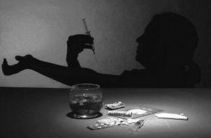 Las drogas adictivas como la cocaína, anfetamina, opiáceos y nicotina, actúan como reforzadores positivos, estas potencian la estimulación del cerebro. Foto: EFE.