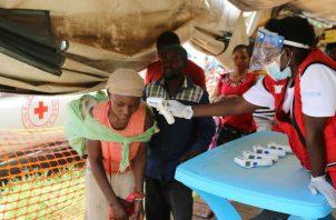 La RDC ha anunciado que ha enviado ya 400 dosis de la vacuna rVSV-ZEBOV, el tratamiento experimental que se está usando actualmente, y la vacunación comenzará este viernes según lo previsto.