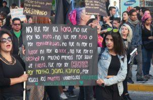 El reciente femicidio movilizó a grupos de mujeres a las calles. Foto: EFE.