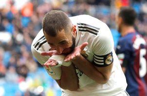 Benzema rescató el orgullo del Madrid.