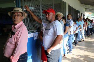 Los electores de El Calabacito, en Los Pozos de Herrera, acudieron a votar desde temprano para elegir a su representante. Foto @tepanama