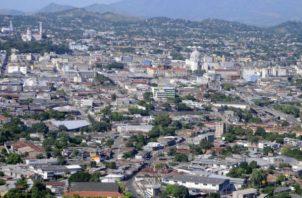 """El Salvador estaría en """"vísperas de una crisis fiscal de gran envergadura"""""""