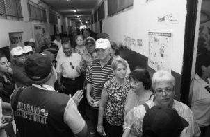 """Cada candidato de cada partido es un incondicional de su donante, las autoridades allanan las vías para que así suceda, convocando a una """"fiesta democrática electoral"""" ."""