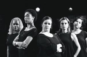 Elenco de Ladies at the Alamo: Joyce Barr, Odette Versailles, Tevia Brooks, Beatriz Martin y María José Rojas. Odette encarna a  Dede Cooper. Cortesía Theatre Guild.