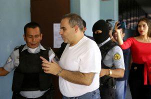 El abogado de Saca, Mario Machado, dijo a la prensa que el exmandatario confesó que mantuvo una conversación con un abogado que le ofreció obtener información o influir, mediante una empleada judicial, sobre la causa civil que enfrenta.