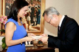Los embajadores Massimo Ambrosetti de la República Italiana y Choo Won-hoon, de la República de Corea entregan credenciales a Panamá. Foto/Cortesía