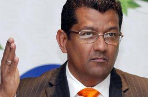 Ministro Emilio Sempris alega que solo se harán 'mejoras' a la actual pista. Archivo