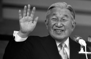 Akhito, el emperador japonés que abdicó y cedió su puesto a su hijo Naruhito, es un ejemplo de los pocos líderes que no pretenden imponerse por la fuerza. Foto: EFE.