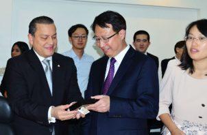 Una nutrida delegación de China encabezada por el Vice – Gobernador de Jiangsu -  China, Sr. Guo Yuanqiang, visitó la Zona Libre de Colón.