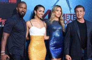 Premier de  '47 Meters Down: Uncaged'. Jamie Foxx, Corinne Foxx, Sistine Stallone y Sylvester Stallone. https://www.etonline.com