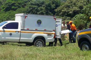 El cadáver fue trasladado a la Morgue Judicial de Aguadulce. Foto: Thays Domínguez.