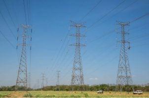 Algunos de los beneficios que tendrá el país con la construcción de la cuarta línea de transmisión es la confiabilidad, eficiencia, capacidad y la generación de energía renovables. Foto/Archivo
