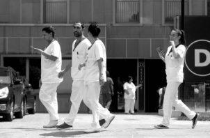 La docencia de anatomía y fisiología va dirigida al desarrollo de competencias del profesional tales como cuidar a la persona enferma y ayudar a estas a desarrollar los distintos cuidados que debe tener, de acuerdo con sus necesidades. Foto: EFE.