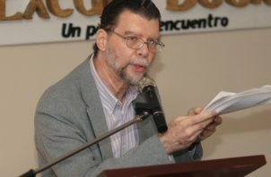 Enrique Jaramillo Levi, escritor panameño, presentará dos libros durante la edición de este año de la Feria Internacional del Libro de Panamá. Foto: Panamá América.