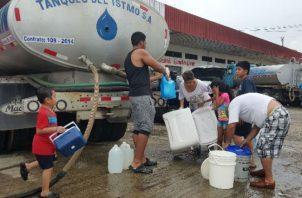 Las diferentes administraciones gubernamentales no ha podido solucionar el problema de la falta de agua potable.